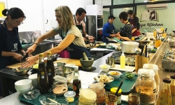 Taya Kitchen Asian Cooking Classes, Enogerra